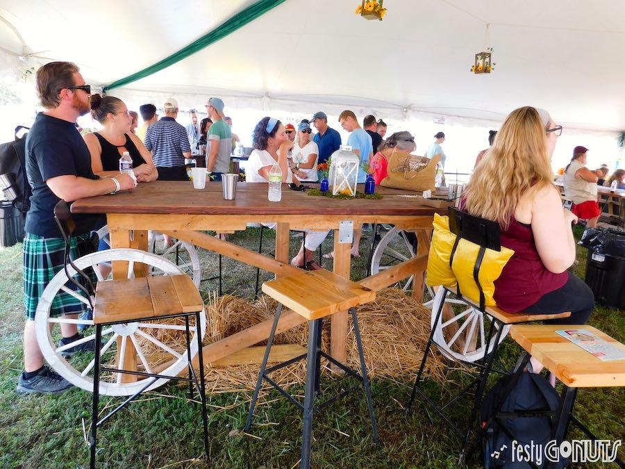 Appaloosa-Festival-2019-009: rustic bar